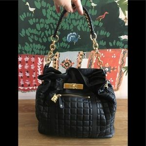 GORGEOUS BCBGMAXAZRIA BLACK QUILTED SHOULDER BAG